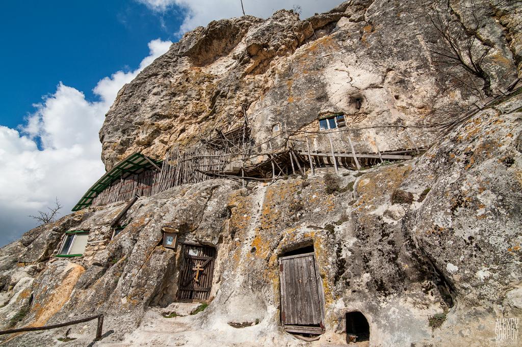 мест варшавы уникальный пещерный монастырь фото первым разделом, которым